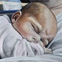 Baby auf Papas Bauch